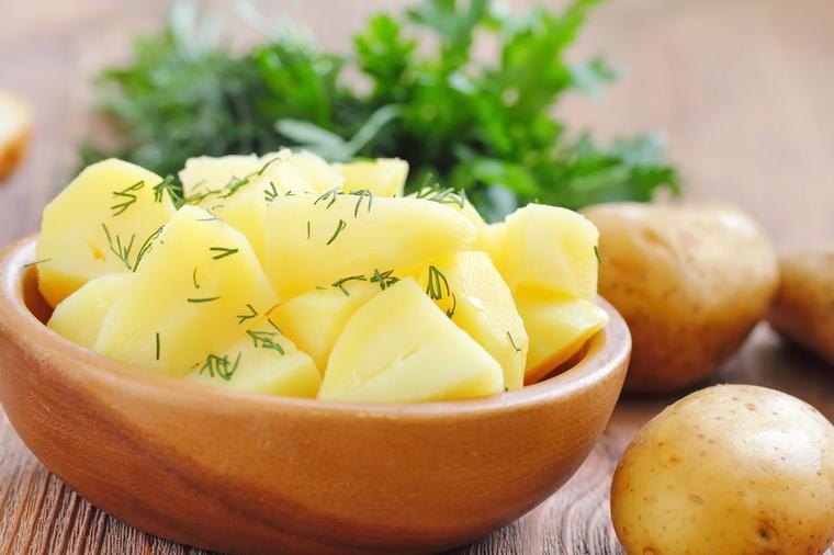 Lekovita svojstva krompira: Reguliše stolicu, čuva kosti, smanjuje težinu, samo ako se ovako koristi!